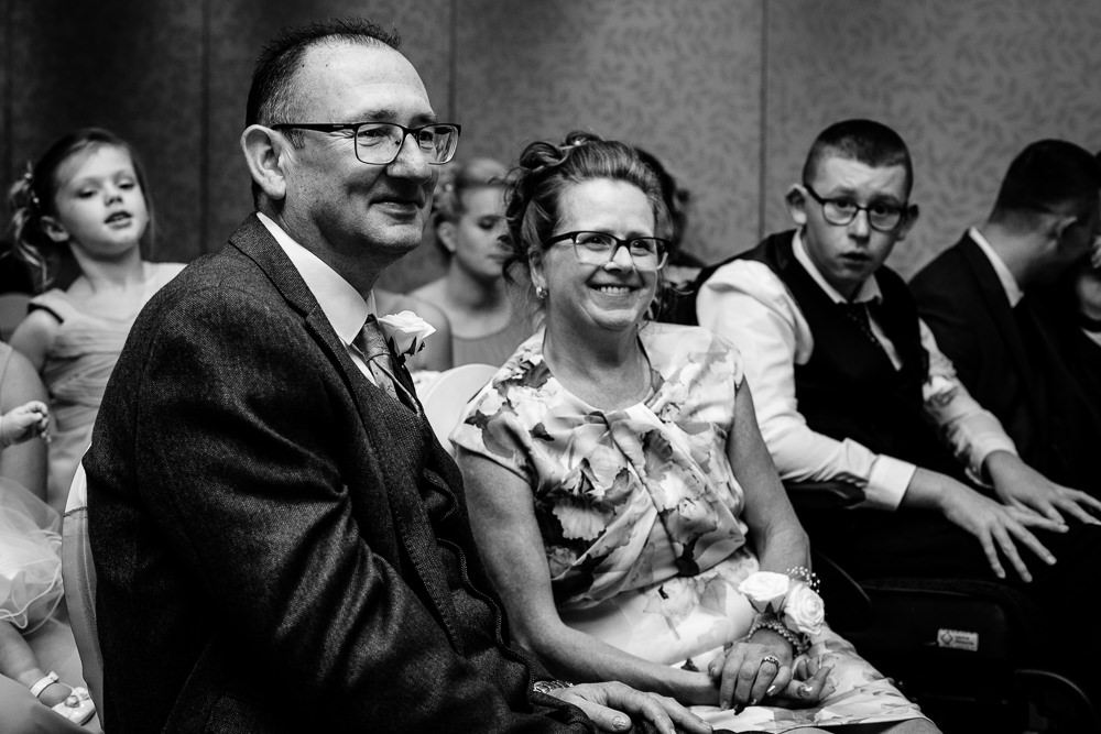 Cheryl-Rob-Marriot-Worsley-Wedding-Photographer-19.jpg