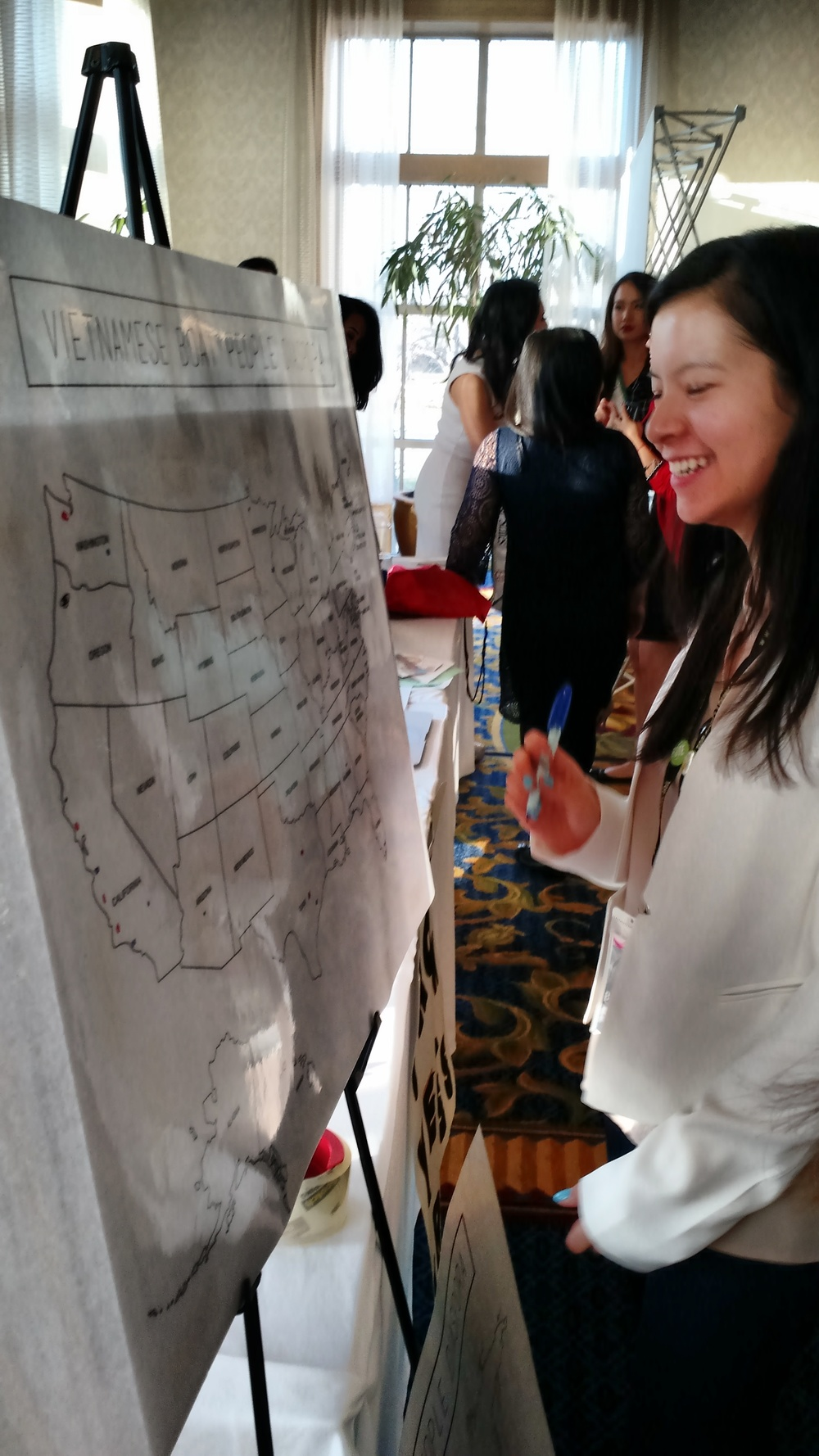 Theresa Hoang from GMU's VSA filling out the USA Diaspora Map.