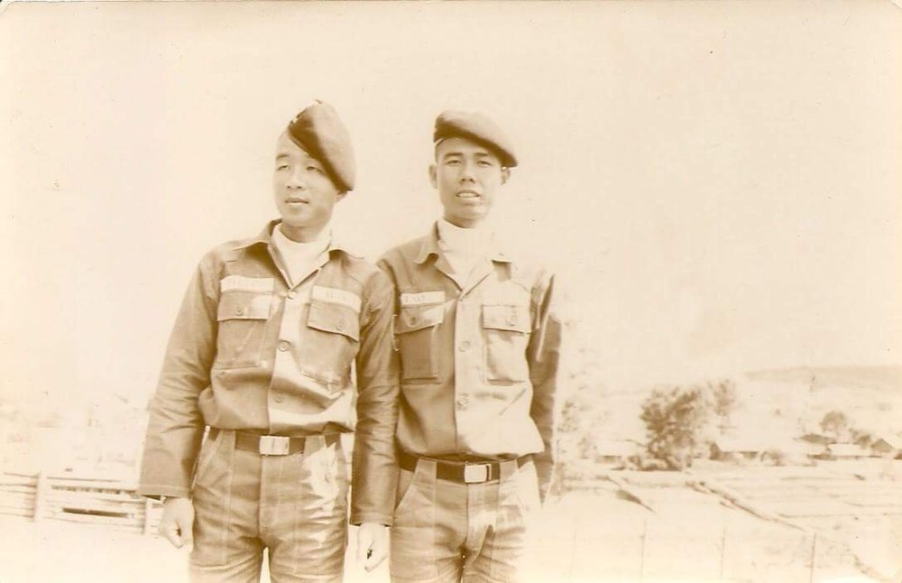 Nguyen Huu Tao with his friend.