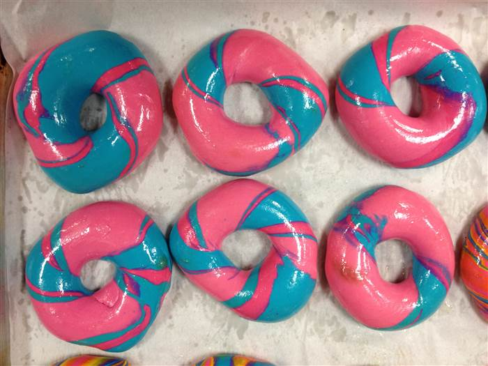 3-cottoncandybagel-151021_d110847fc9e78038317b69111ca0d61e.today-inline-large.jpg