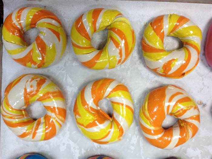 5-candycornbagel-151021-05_2f571e2fb8bd1d801e35dc2fb0fa4afe.today-inline-large.jpg