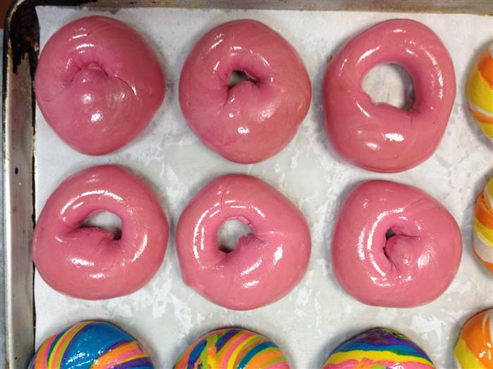 6-pinkawarenessbagel-151021_6109c86b2103f0e1e48ff35a457f5e40.today-inline-large.jpg
