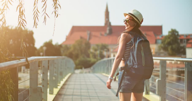 happy-girl-traveling