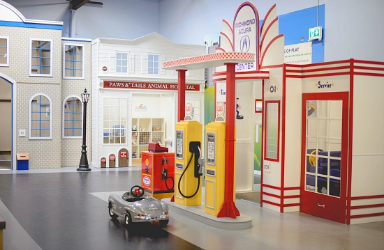 Kidtropolis Gas Station | Photo: Kidtropolis