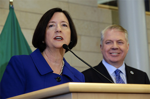 Seattle Police Chief Kathleen O'Toole (left), speaks after being introduced by Seattle Mayor Ed Murray as his nominee to be Seattle's new Chief of Police, May 19, 2014 in Seattle. (Photo:  AP/Ted S. Warren)