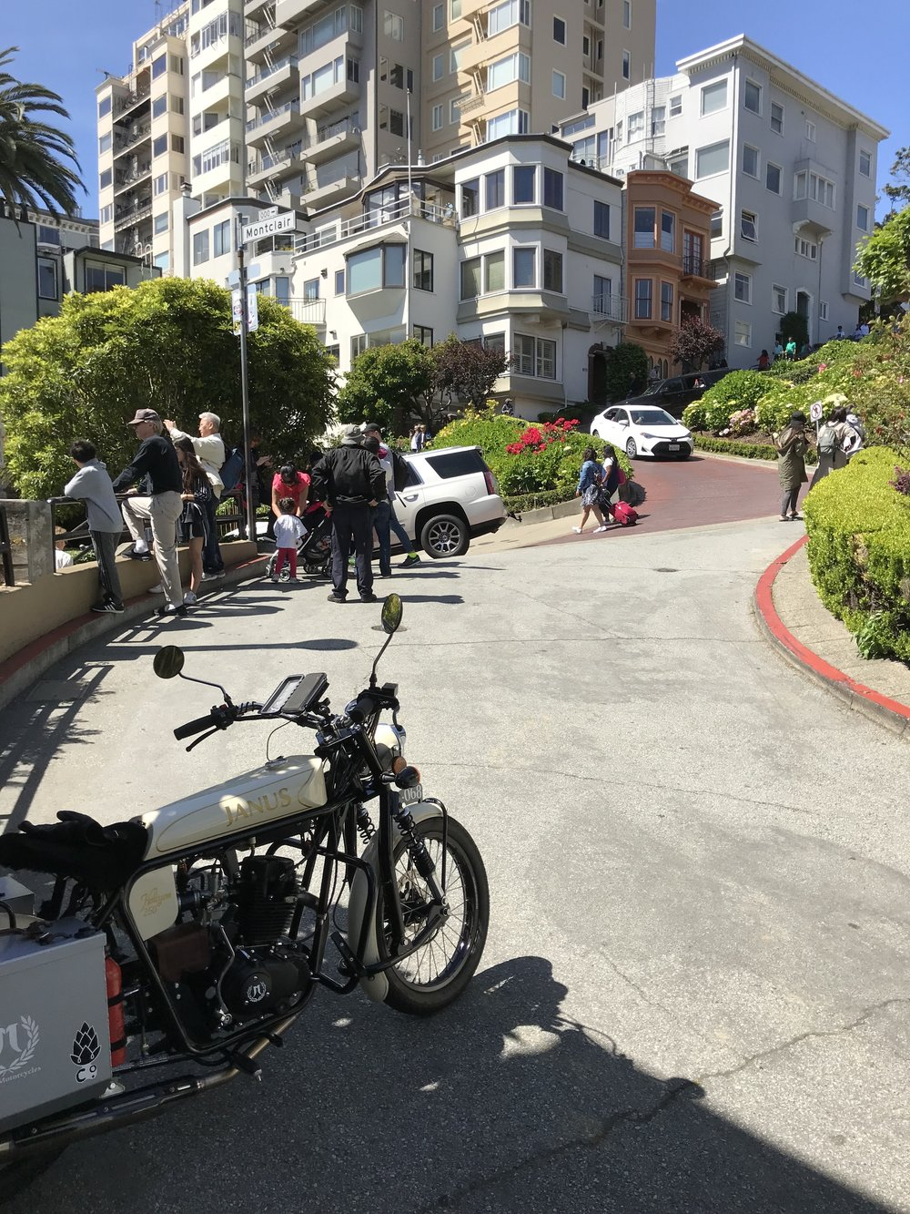 The Halcyon's small size made pulling off Lombard Street and sneaking through the lines of tourists for a picture a breeze.