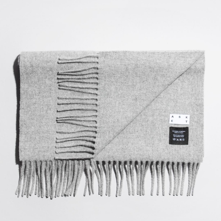 asket_scarf_grey_05.jpg