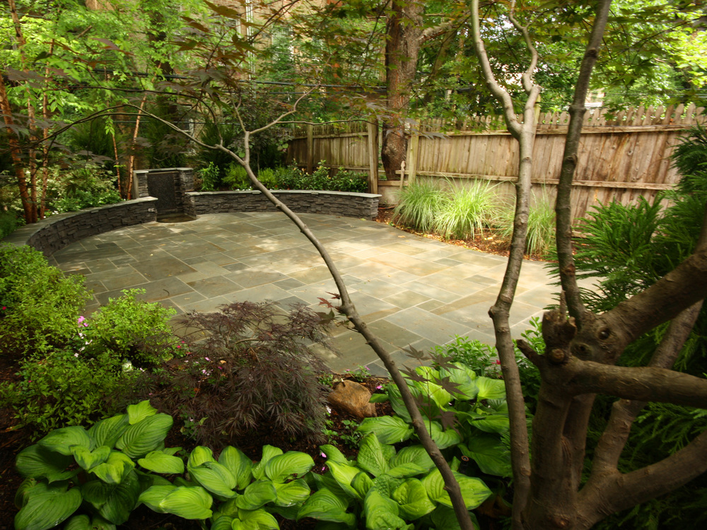 New York City landscaped back garden with patio, plantings and water feature