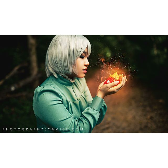 Sophie Hatter of 'Howl's Moving Castle' Cosplayer is @lunatiquerosecosplay . . Want to book with me at a convention or on location? Send me a DM for pricing and availability! I am currently booking for #animeusa2018! . . . #sophiehatter #sophiehattercosplay #sophiehowlsmovingcastle #howlsmovingcastle #howlsmovingcastlecosplay #hayaomiyazaki #studioghibli #studioghiblicosplay #miyazakicosplay #hmccosplay #cosplayportrait #cosplayphotographer #cosplayphotography #photographybyamiee #newenglandcosplayphotographer #nikon #d810 #sigma35mmart #lightroom #vsco #otakon2018 #otakon2018cosplay