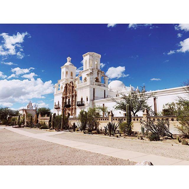 Mission San Xavier del Bac - Tucson, AZ . . #tucsonarizona #tucsonaz #sanxavierdelbac #missionsanxavierdelbac #sanxaviermission #arizonasights #vsco #vscocam #instavsco #travelingphotographer