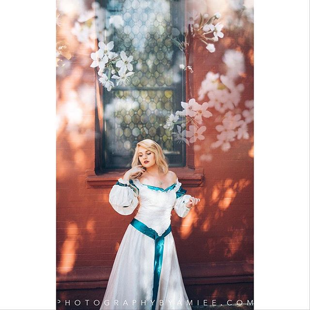 Odette of 'Swan Princess' Cosplayer is @caleighallen . . . Want to book with me at a convention or on location? Send me a DM for pricing and availability! Currently booking Anime NYC; upcoming bookings are HolMat, MAGfest, and Katsucon! . . . #swanprincesscosplay #swanprincess #theswanprincess #theswanprincesscosplay #odette #odettecosplay #swanprincessodette #odetteswanprincess #odettecosplayer #cosplayportrait #cosplayphotographer #cosplayphotography #photographybyamiee #newenglandcosplayphotographer #nikon #d810 #sigma35mmart #lightroom #vsco #dragoncon #dragoncon2018 #dragonconcosplay