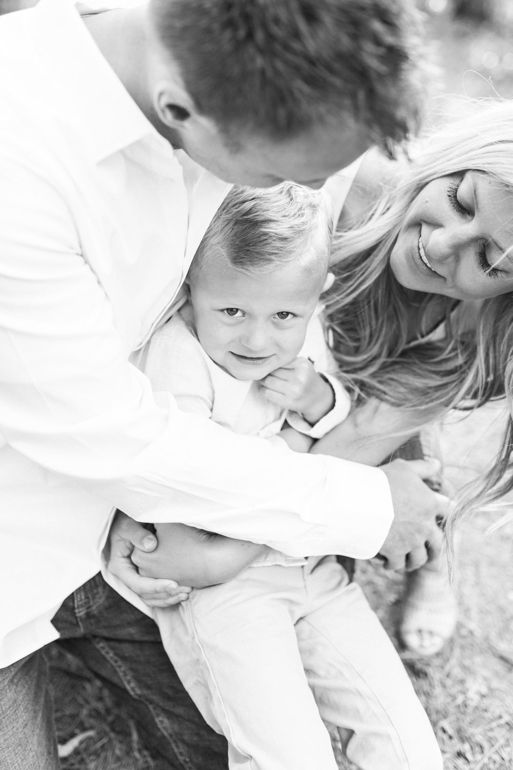 Outdoor Spring family session of 3 | Laurenda Marie Photography | Light and airy | What to wear for photos