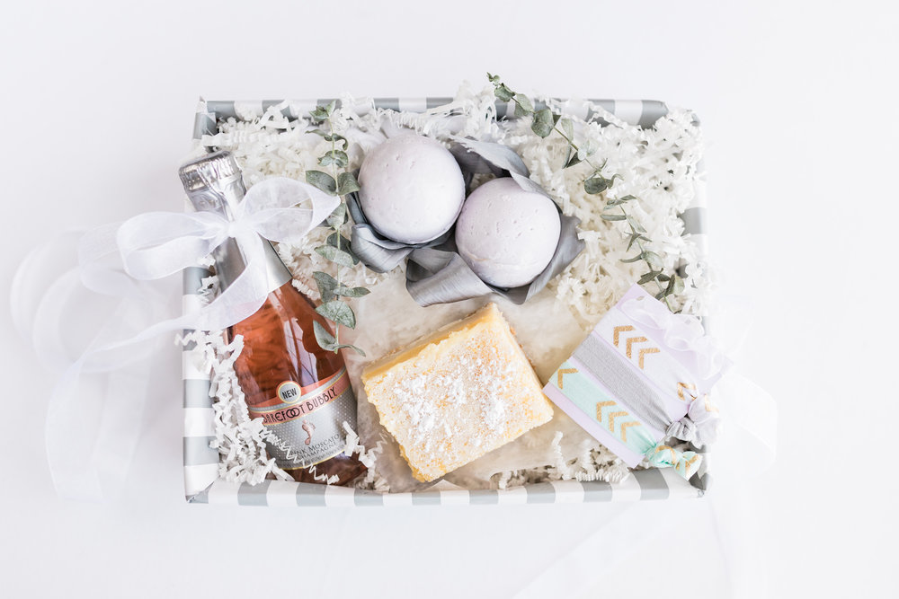 Bridal party gift | DIY Gift Basket | Homemade Lemon Bars | Homemade Bath Bombs