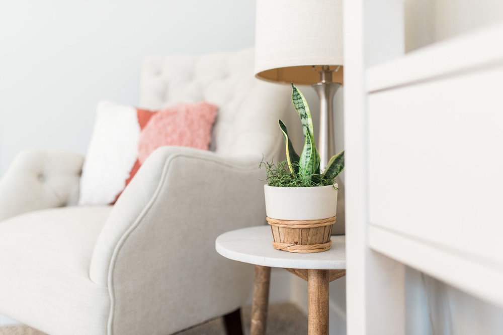 Light and airy mid-century modern home office | Office tour | Girly blush and gold details | white desk | Laurenda Marie Photography