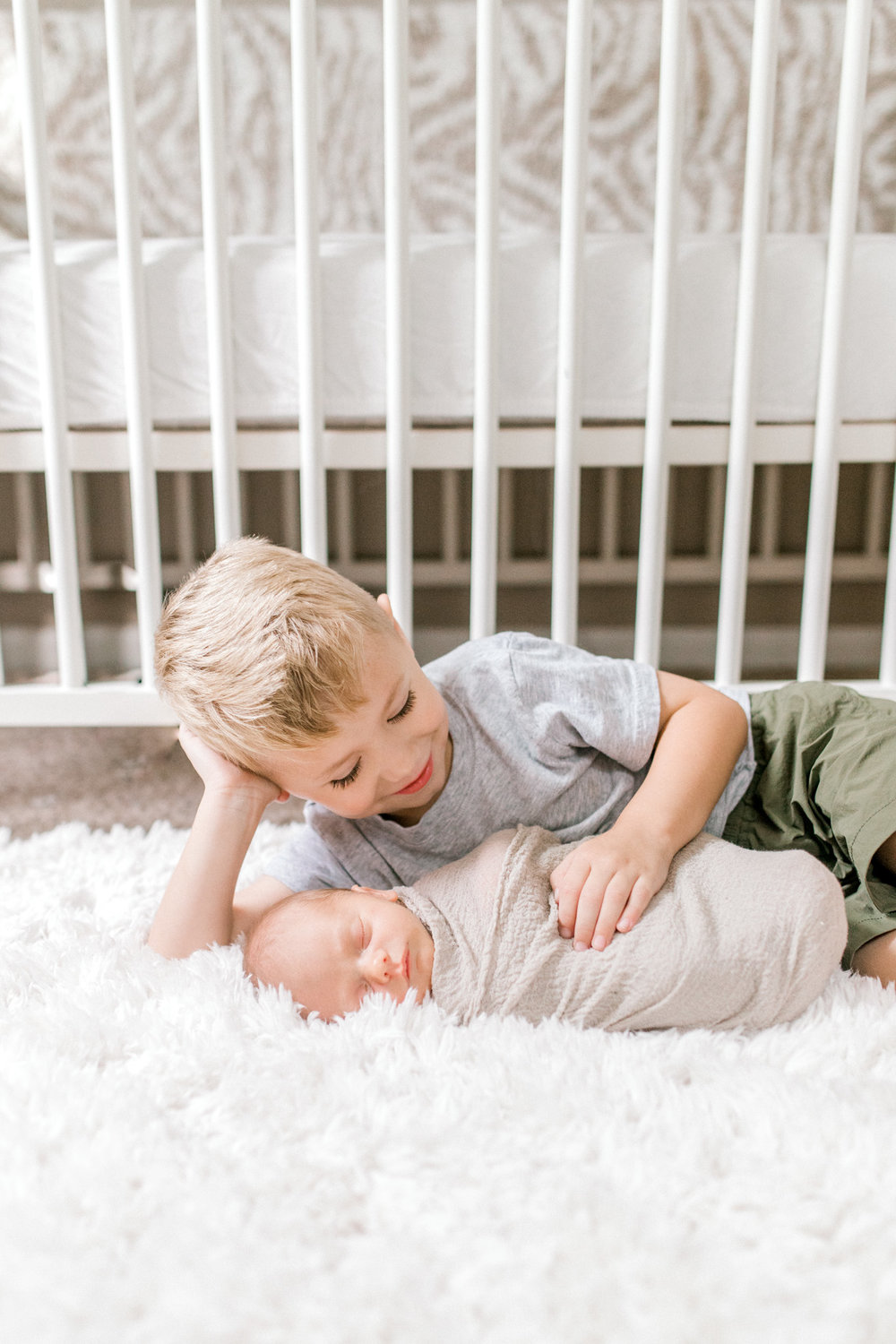 In-home newborn lifestyle family session | Michigan Lifestyle Photographer | Laurenda Marie Photography
