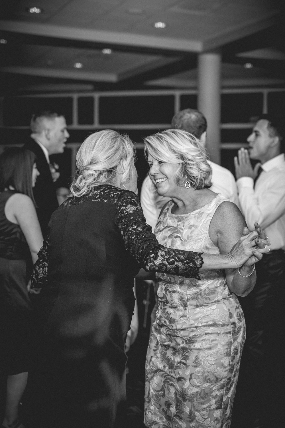 Fall Country Club Wedding in Michigan | Outdoor Autumn Wedding | Classic black and white wedding | Laurenda Marie Photography