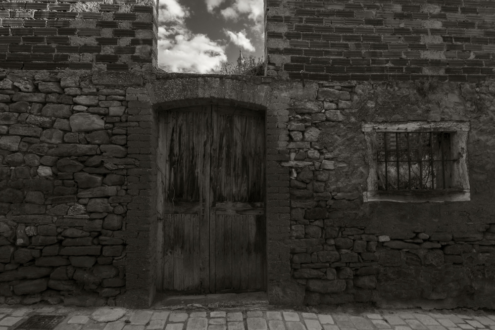Pueblo door bw.jpg