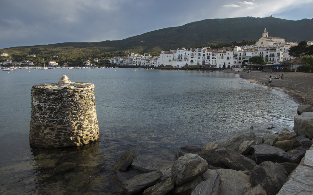 Cadaques - view with pillar.jpg