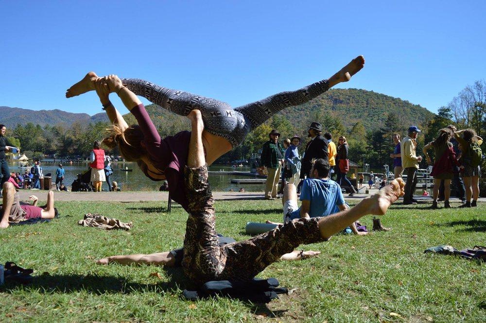 acro_yoga_earthchilderin