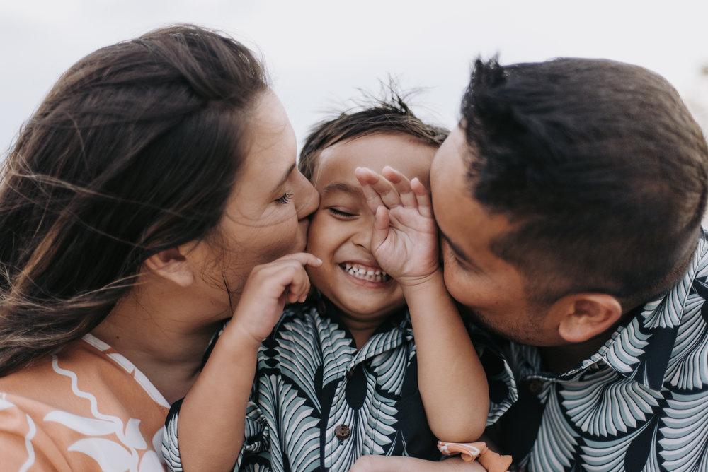 oahu hawaii family portrait photographer kahala beach 4