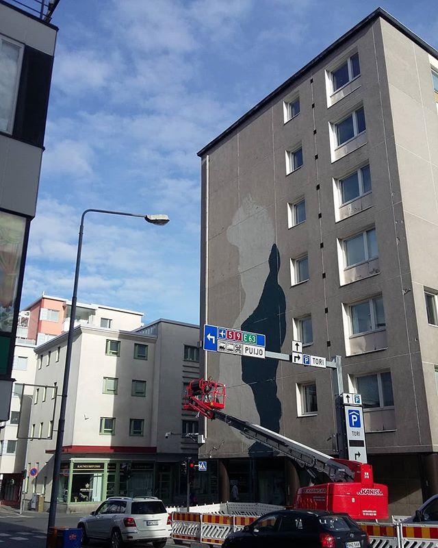 . @lauratimantti & @jukkapeltosaari Kuopiossa muraloimassa tällä viikolla! @urbaaniry #grex #grexart #kuopio #muraali
