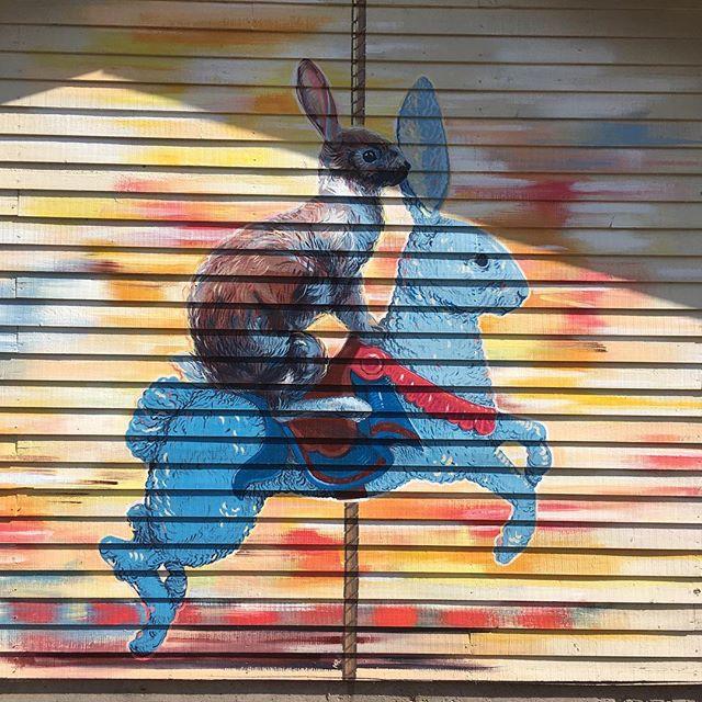 @maikkirantala kävi ja jätti jälkeensä nää ihanat tyypit 🙏❤️🍀 #ruralurbanart #katutaide #muraalitaide #wallpainting #laitila #kesä #streetart #karuselli #art #grex