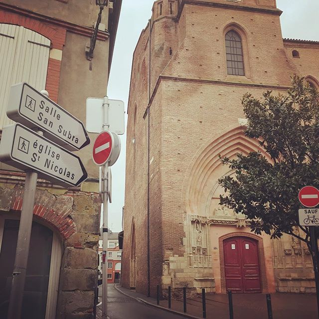 C O N C E R T ce soir 16h dans cette rue à TOULOUSE #sallesansubra #toulouse #indiemusic #folk #guitare #banjo #violon #handpan