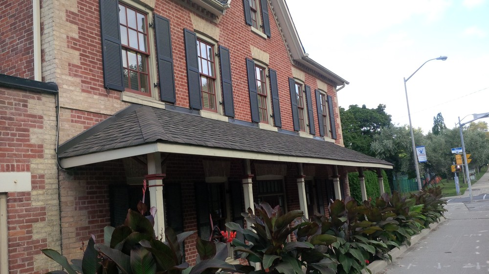 Picture of accessible exterior of Miller Tavern