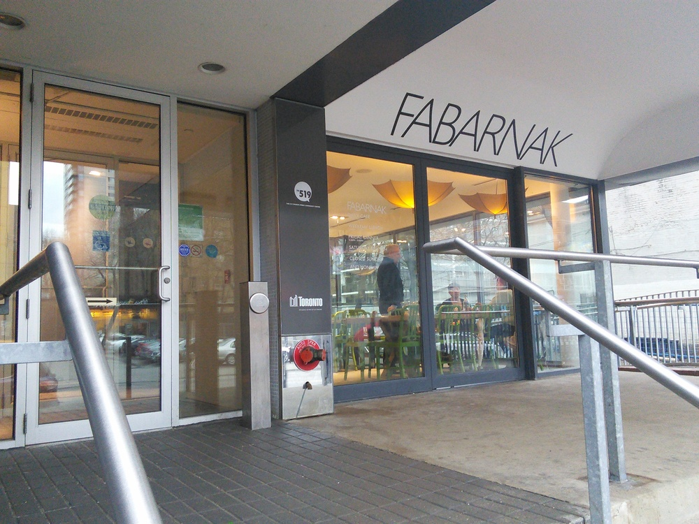 Picture of accessible entrance to Fabarnak.