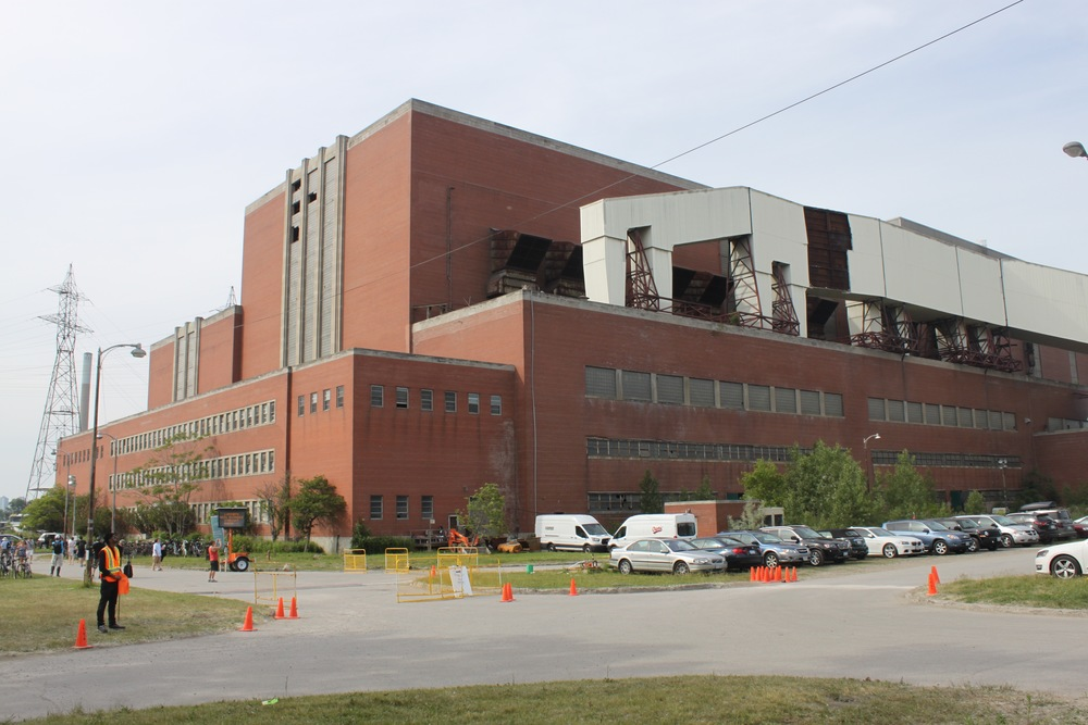 Picture of the main entrance of the Hearn