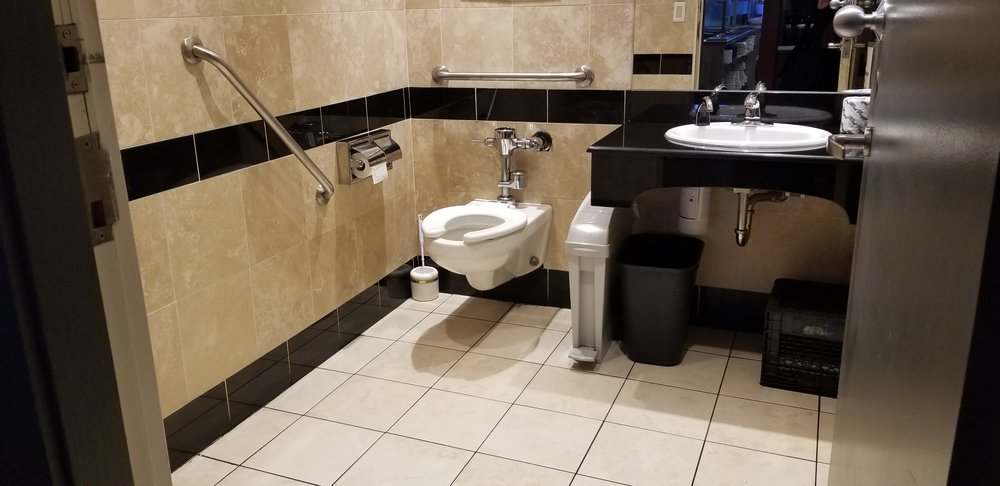 Picture of accessible washroom at Vagabondo