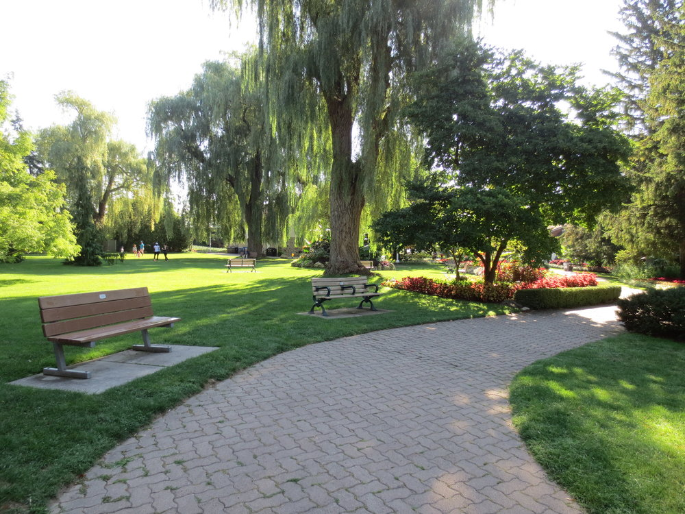 Picture of accessible path at Edwards Gardens