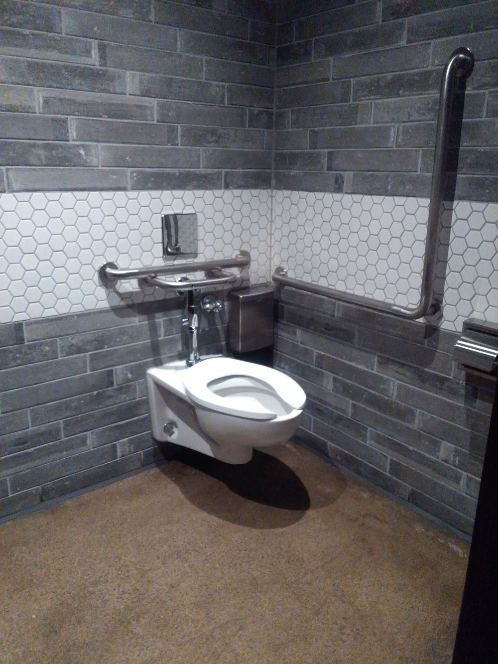 Picture of accessible washroom at Kellys Landing