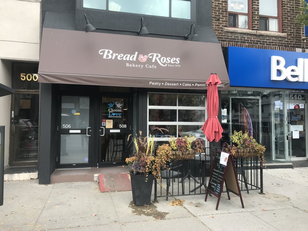 Picture of accessible entrance at Bread and Roses