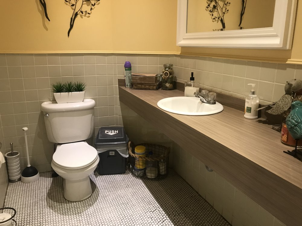 Picture of accessible washroom at Bread and Roses
