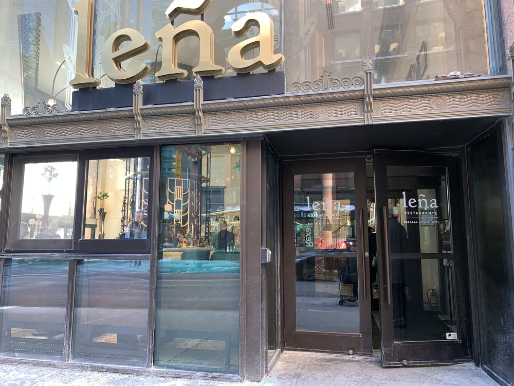 Picture of the accessible entrance of Lena Restaurante