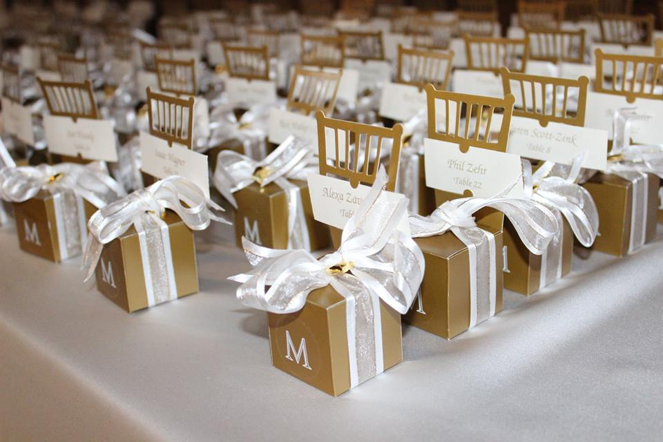 Yes, those are place cards which are actually mini chair Jordan almond boxes with a bow LOL