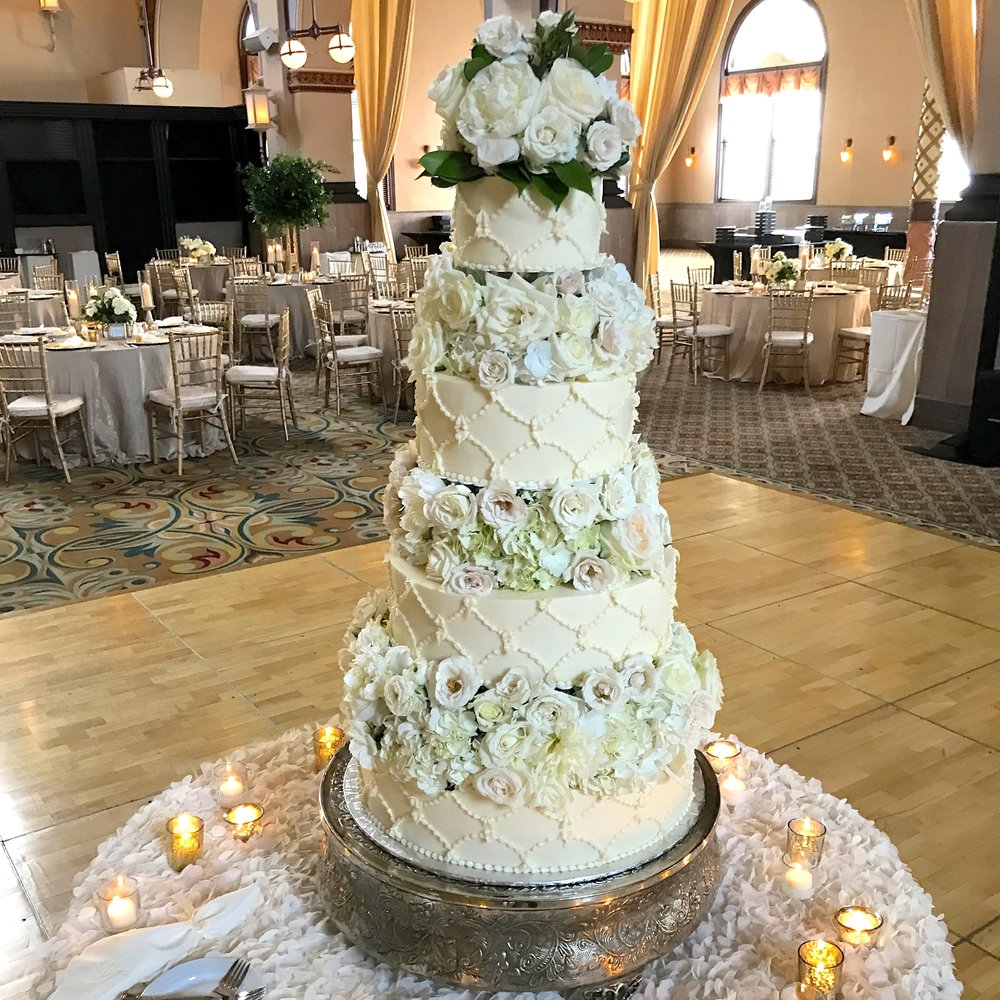 I know, right? Cake by Heavenly Sweets, Floral by Alan Thompson, McNamara Carmel