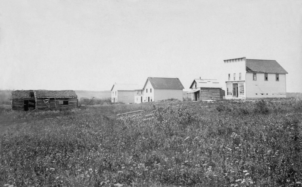 Batoche in 1885. Unknown photographer.This image is available from Bibliothèque et Archives nationales du Québec under the reference number P600,S6,D5,P1309. Public Domain, https://commons.wikimedia.org/w/index.php?curid=44641160