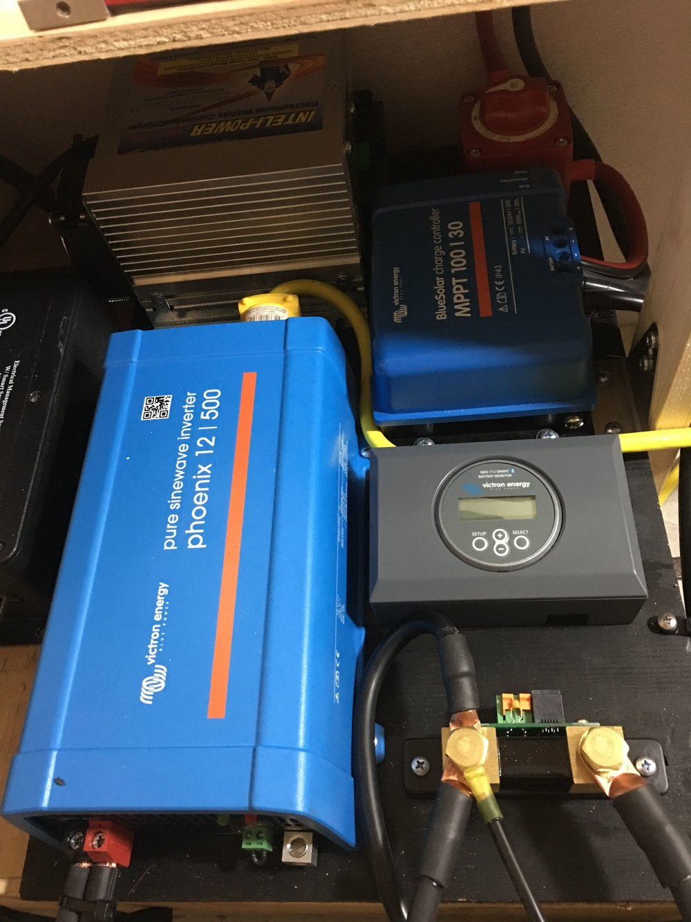 500W inverter, Battery Monitor, Charge Controller and Charger