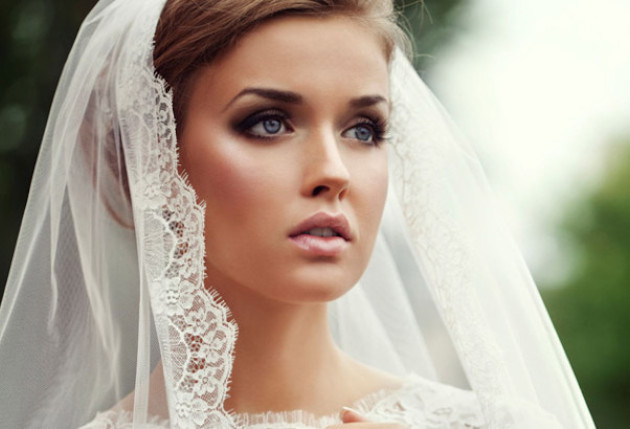 How-To-Wear-Smokey-Eyes-on-Your-Wedding-Day-Bridal-Musings-Wedding-Blog-10-1.jpg