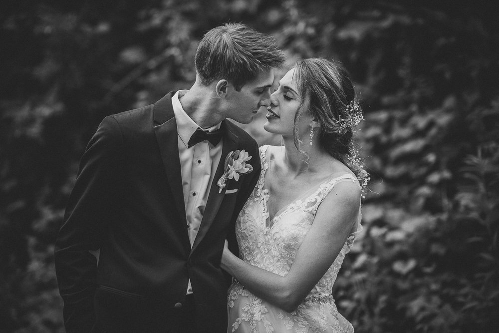 043ninalilyphoto-shawneeinn-pocono-wedding.jpg