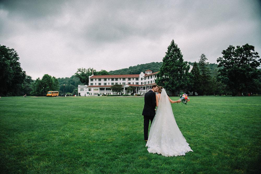 084ninalilyphoto-shawneeinn-pocono-wedding.jpg