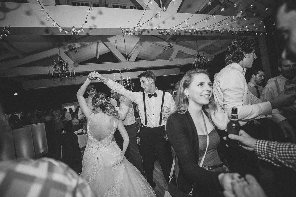 100ninalilyphoto-shawneeinn-pocono-wedding.jpg