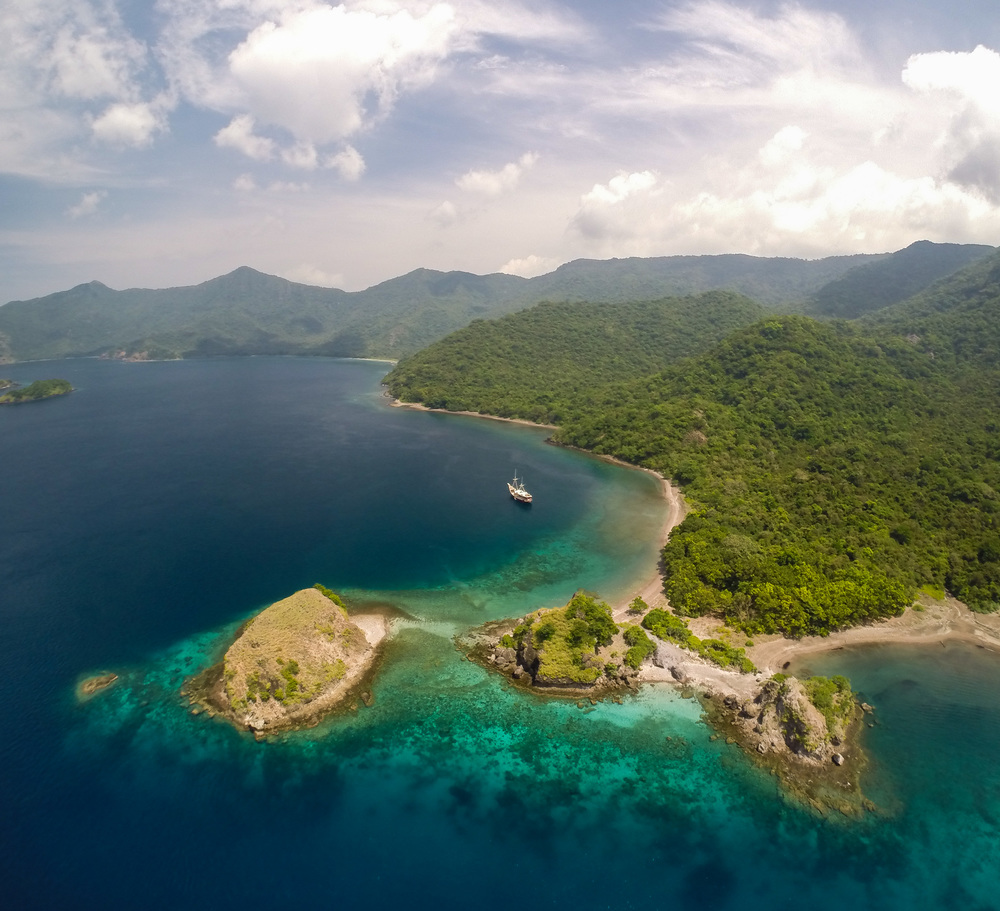sample aerial, komodo indonesia, credit Eric Cheng.JPG