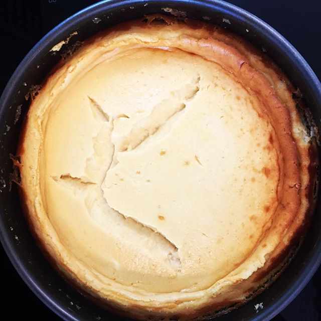 My weakness. Simple 4-ingredient #homemade #cheesecake recipe coming up on the blog soon + with a hint of 🍋 Anyone else out there who can't resist #cheesecake?