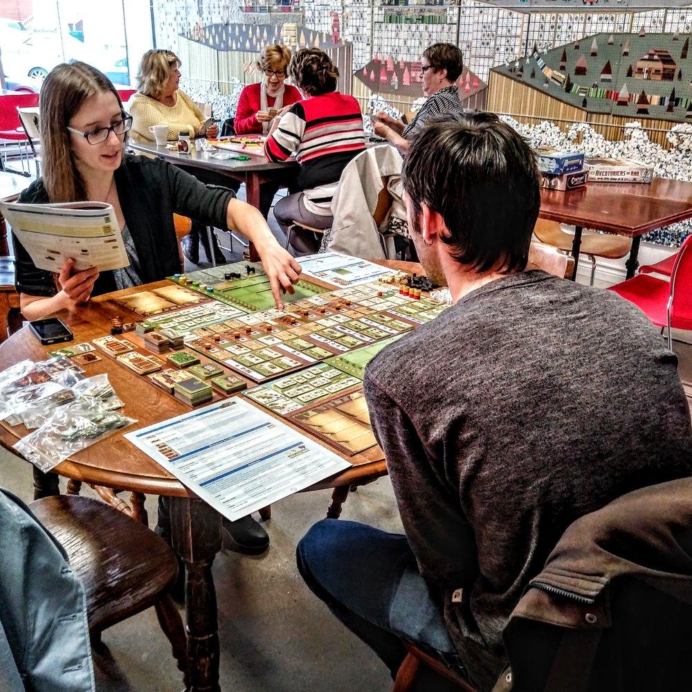 Café LUDIQUE - Manger, boire et jouer dans un même endroit!Des jeux pour tous les goûts, tous les âges et tous les styles de joueurs.