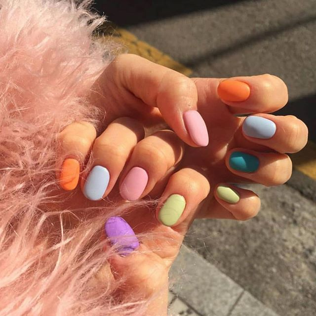 We're so in love with this nail trend right now 💅🏻💅🏻💅🏻 Who else is?! #nails #nailinspo #nail #nailart #nailsofinstagram photo @oi_nail