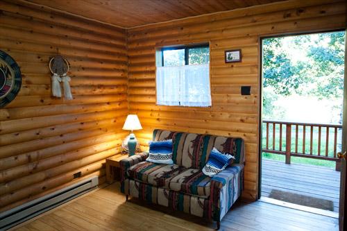 Cabin4-Livingroom2.jpg