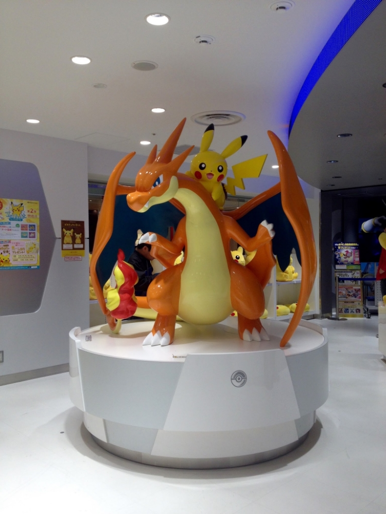Awesome Charizard and Pikachu life-sized statue! (yes, I found it a bit underwhelming when I realized Charizard is 1.7 meters high, I thought he was at least twice that, but still a big guy though!)